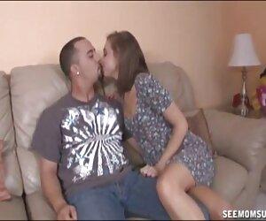 Nataly Gold C videos de parejas españolas follando hace una garganta profunda a su enorme polla dura
