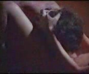 Chica morena sexy follando parejas infieles follando en la ducha